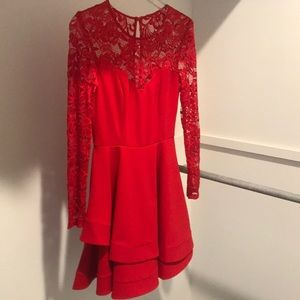 Super flattering red party dress with lace sleeves